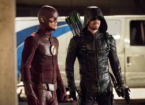 the-flash-season-3-invasion-crossover-image-15-600x435